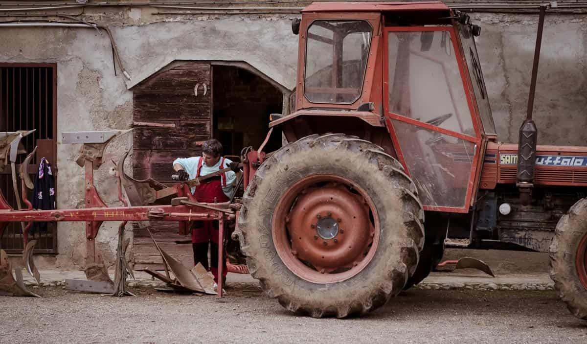 lavori agricoli cascina milano